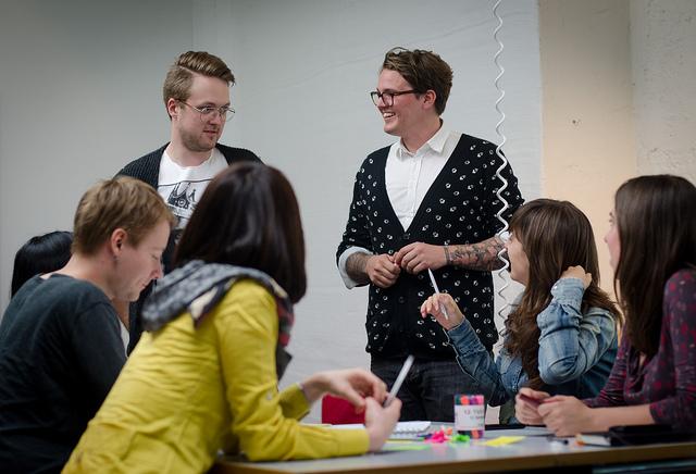 Lernagentur in einem der Agenturräume des Studiengangs Onlinekommunikation am Mediencampus der Hochschule Darmstadt.