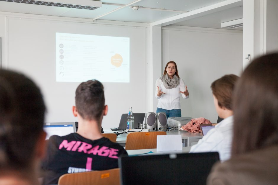 Einblick in das Kick-Off einer Online-Marketing-Lernagentur des vierten Semesters im Studiengang Onlinekommunikation.