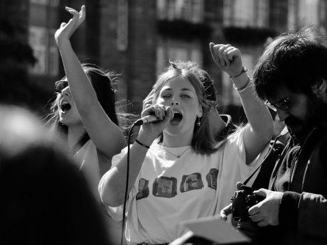 Der politische Prozess im Wandel der Zeit – Unpolitische Jugend und Influencer als Meinungsbildner?