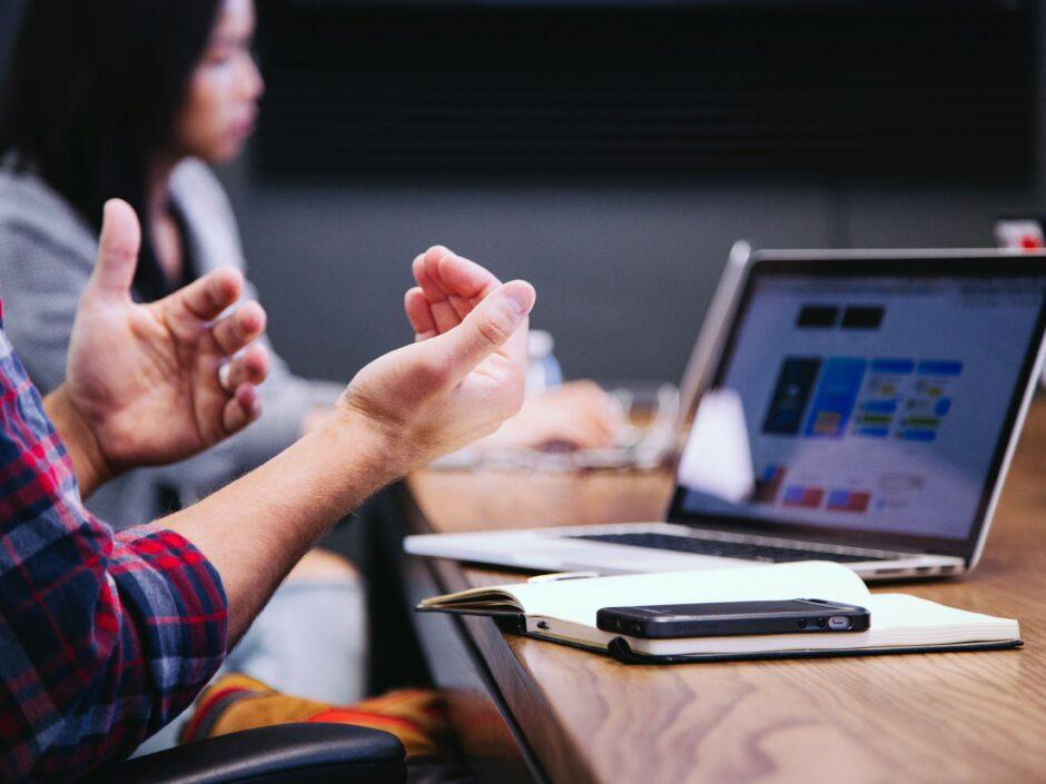 Gute Berufsaussichten für Studierende im Studiengang Onlinekommunikation im Bereich Digitale Bildung.